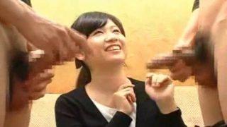 素人娘の赤面手コキ!20才のうぶ嬢がチンチン2本出されて大騒ぎしながらの手コキザーメン発射