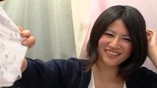 〖素人娘の赤面手コキ〗うぶ素人の女子大生みなみがザーメン発射まで見とどける!