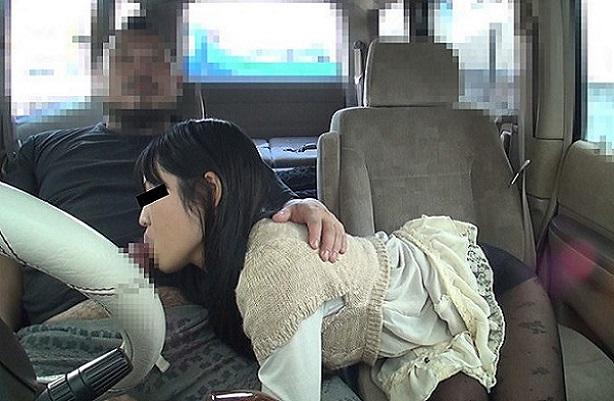 車の中でセンズリ見てもらったら、外から誰かに見つかりそうなスリルに興奮しちゃった素人娘たち 3