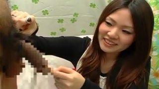 〖素人娘の赤面手コキ〗23歳ピアノ教師が勃起チ〇ポを本気の手コキでザーメン発射させる!