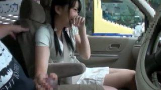 運転中にチ〇ポ出して手コキさせて興奮させたら路駐で車内ハメ
