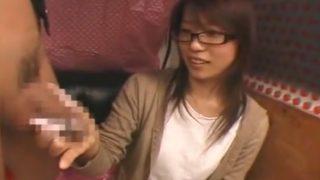 まじでウブなメガネ女子二十歳が手コキしながら美乳をさわられまくり