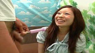 〖チ○ポ飴〗間近でチ〇コ見せられても笑顔のキレイ系女子タマもみしながらリアルに飴フェラ