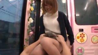 女子大生に謝礼で騎乗位プレイやってみて!パンツ丸出しで股間に跨る茶髪ガール!