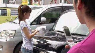 駐車場で見かけたノーブラ貧乳女子、視姦からまさかの車内エッチに発展!?