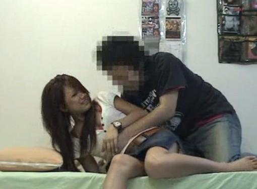 やばい!可愛くてセクシーな女子大生を押し倒してそのままエッチ隠し撮り!