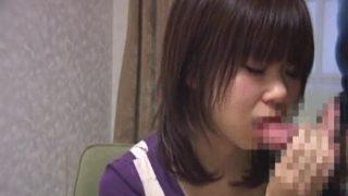 あどけない素人少女がセンズリ鑑賞から緊張のフェラ抜き顔射初体験