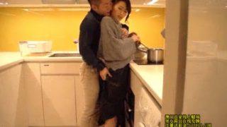 キッチンで激しく愛撫され…もっと深くまでおチ〇ポを「頂戴っ…」Yuri_S-Cute