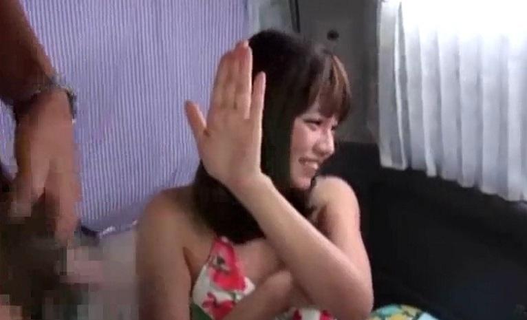 ビキニの素人さん裸で抱き合って手マン!その先は「ダメダメ!」のはずが気づけば3Pハメしてますよ
