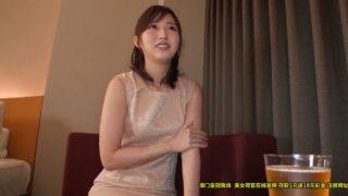 夫以外とのセックスにはまる人妻の3Pハメ!二本目の男根を舌先で舐め上げる若妻の綾香26歳