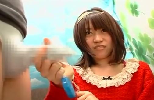 素人の手コキ・赤い服のローカルアイドル風の素人娘カバー付きチ○コを恥ずかし手コキ!!