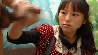 素人娘の赤面手コキ研究所まおさん(20歳)のOL!手コキで勃起したチ○コの大きさチェックで「大丈夫ですよ!」