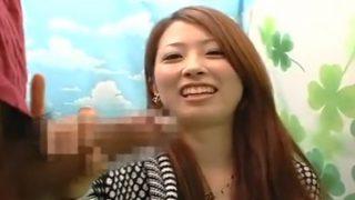 〖赤面手コキ研究所〗美人すぎる女子大生が笑顔で手コキ!勃起チ○コの大きさ測ってる間にザーメン発射!