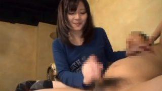 素人娘に手コキさせて突然のザーメン発射!23歳のしゅりちゃんにびっくり暴発手コキ