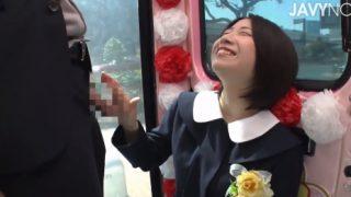 マジックミラー便!卒業式の女子校生が制服のまま騎乗位でそーっと自分で挿入!恥らいながらもイッちゃった!!