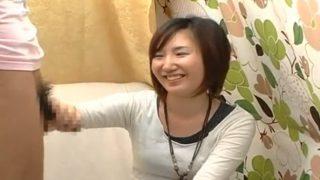 素人娘の赤面手コキ!女子大生のお姉さんがちんちん手コキでザーメン発射の瞬間まで見届ける!