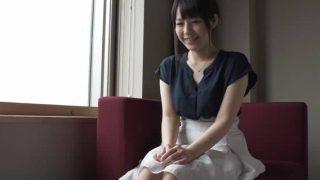 〖舞ワイフ〗かわいい人妻26歳 小泉亜美さん小柄ボディのDカップのからだに刺激が欲しくてハメ撮りを志願!