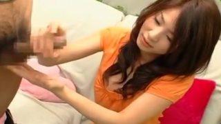 素人娘が赤面手コキ 22才の受付嬢「え…?全然小さくないですよ」出されたチ○ポを手コキで抜いて測定!!