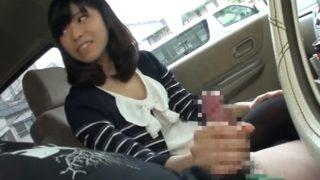 車内でドライブ中にセンズリ鑑賞!20歳になった娘に勃起チンチン見せたら思わず舐めたくなっちゃった!?