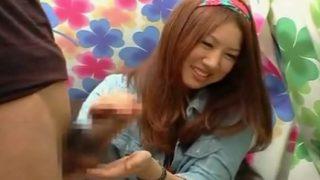 CFNM_20歳の女子大生ゆうの赤面手コキ 乳首を舐めながらの手コキでザーメンを発射!!