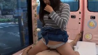 マジックミラー便 女子大生がスカートめくって騎乗位!生おま●こ擦り付けの手コキでザーメン射!!