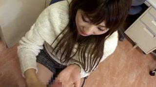 素人娘23才 チ○コの大きさ測定「えぇ すごーい!」勃起した大きさに興奮して手コキ♥ザーメン飛び過ぎで顔射危機!!
