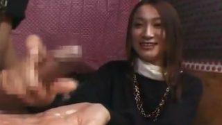 素人さんの手コキぬき♥「久しぶりなんで緊張します…」チ○ポ舐めながら手コキでザーメン出してくれた21歳のうぶ娘!!