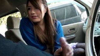 車の中で美女にセンズリ見てもらう!センズリする男の顔をじーっと見ていたずらっぽい手コキ♡からの先っぽちゅぱフェラ!