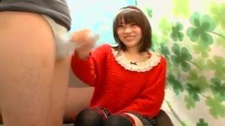 赤面手コキ研究所!手コキでザーメンがどろーっ♡いい意味で田舎っぽいカチューシャ娘がCFNMでうぶ手コキ!!
