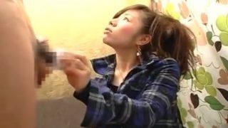 赤面手コキおちんちん鑑賞!24歳の素人OLさんにセンズリ見せて手コキのお手伝い♥射精するところまで見てもらう!