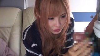 センズリ鑑賞する元ヤン系の金髪素人娘さん「硬くなってきた…」チ○ポの変化に思わず笑み♥長い爪で手コキしてくれました!