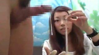 ちょいぶさ子がおちんちん応援♡精子が垂れてるチ○コを測定!指サックつけてセンズリ手コキで射精させてくれました!!