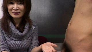 素人娘さんのウブ手コキ!美人の女子大生がローションぬるぬる手コキしてどぴゅーっと大量発射させてもらいました♡
