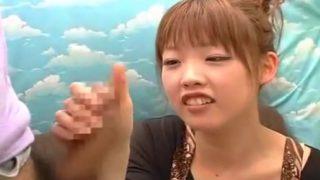 赤面手コキ研究所!かわいい系の女子はるか22歳にチ○コ見せたらまさかのフェラ♡最後は手コキで射精する!