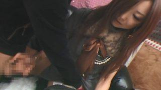 素人の手コキ研究会♡見た目クール系でも優しいOLさん手コキしながら派手なピンクのパンツの中まで触らせる姿がエロい!!