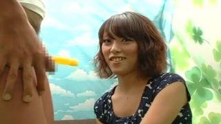 チ○ポ飴を舐めてたら本物も咥えたくなった23歳のドスケベ娘!舌技を使ったフェラをしてあげて最後はセンズリ発射を見届ける♡